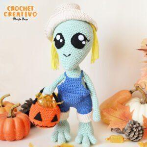 Patrón muñeca alien amigurumi – Alison, la niña alien
