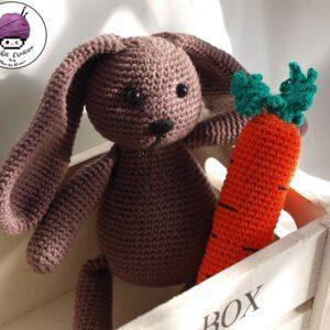 Patrón conejito amigurumi – Paulo y su zanahoria