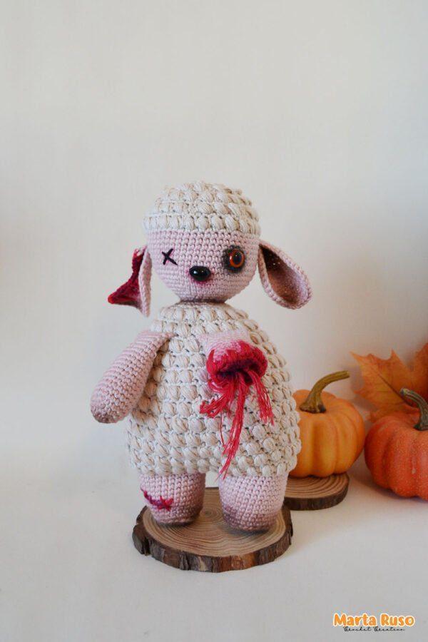 Imagen de la ovejita zombie, patrón amigurumi